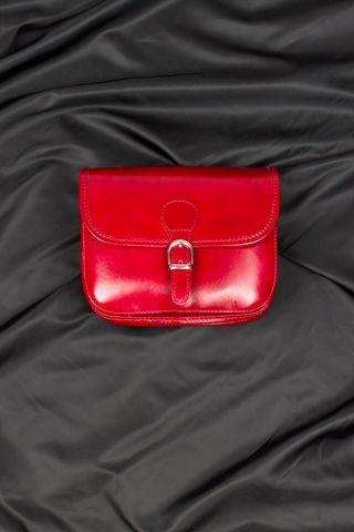 Borsa postino in vera pelle, media, disponibile anche in cuoio, nero e blu navy. MADE IN ITALY http://www.brendatelier.it/prodotto.asp?st=primavera_estate_2015&tag=borsa_pelle_postino_media__Y-POS&col=rosso&lang=it