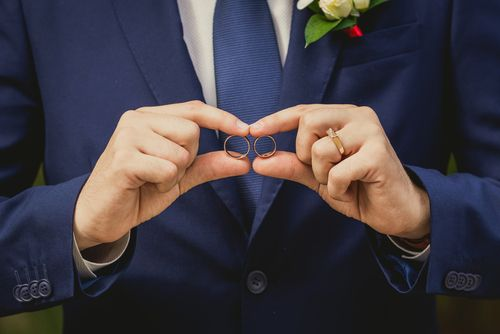 よく観察すればわかる「既婚者」のサイン3つ
