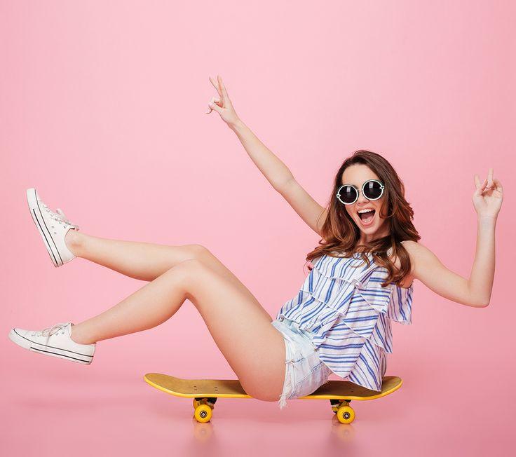 Лето движется так же стремительно, как скейтер в Парке Горького 😏 Поэтому, если ты ещё хочешь получить свой заряд ⚡ летнего настроения, спеши! Используй эти выходные, чтобы точно запомнить #лето2017! Классного отдыха тебе ✌  #friday #пятница #weekend #happyfriday #лето #отдых #природа #релакс #smile