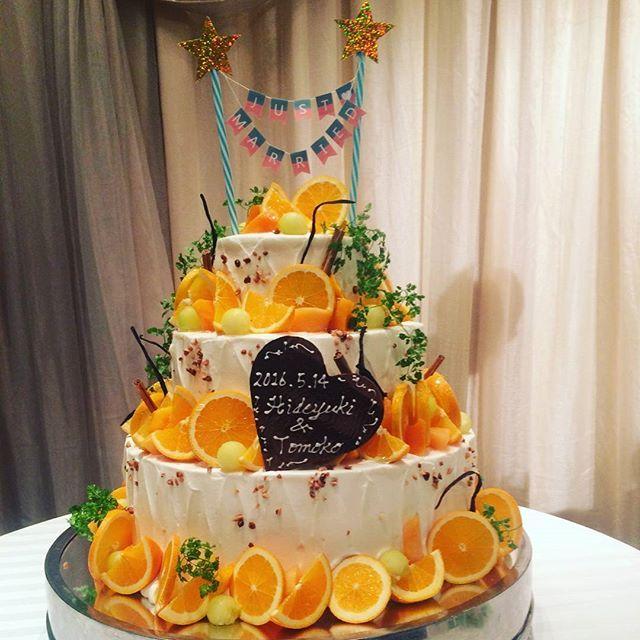 手作り感満載のケーキトッパー #テーマカラーはオレンジ #手作りウェディング #ケーキトッパー #ウェディングケーキ #オレンジケーキ
