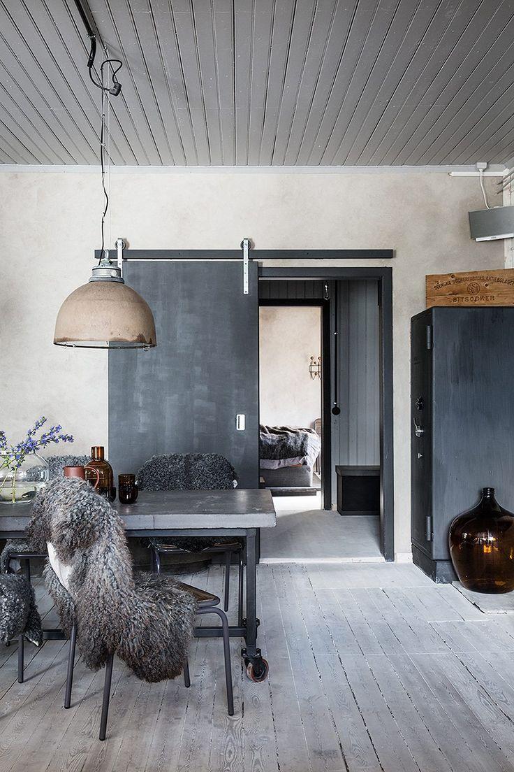 Industrilampa i kök med fårskinn och betong – Johan Sellén – Husligheter