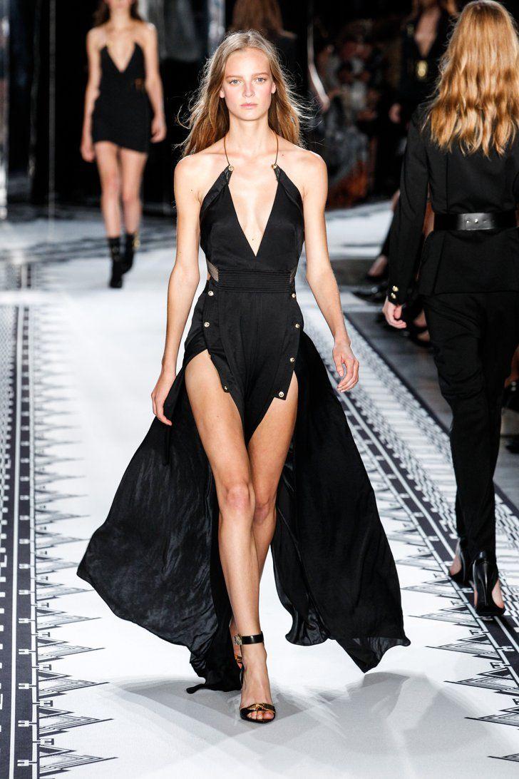 Pin for Later: Le Printemps Prochain Sera Très Sexy Versus Versace Printemps 2015