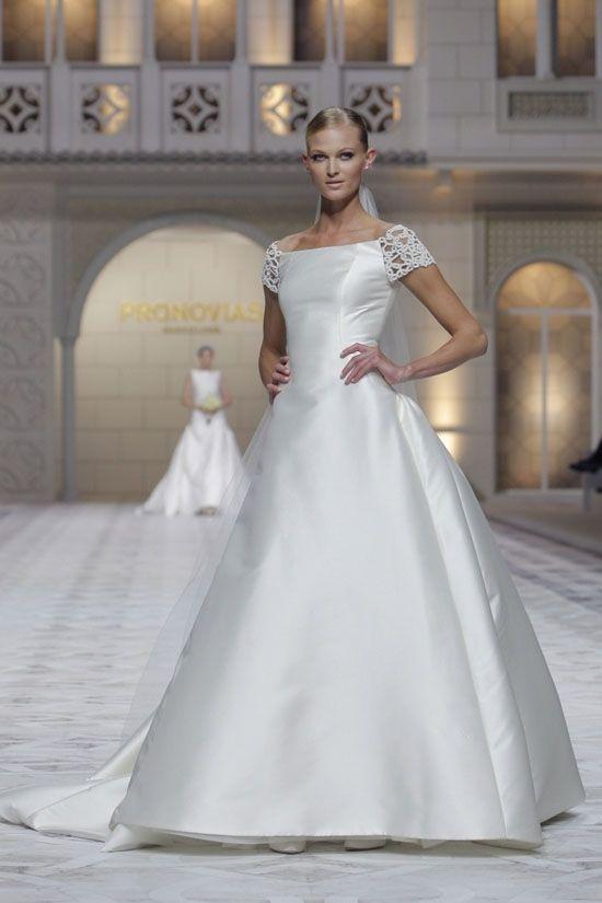 Шикарные свадебные платья Pronovias Bridal весна-лето 2015