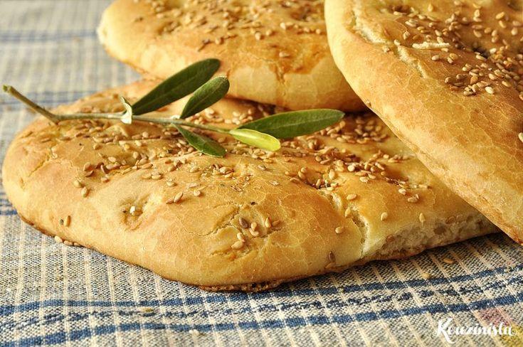 Οι περισσότεροι έχουμε στο μυαλό μας ότι το σπιτικό ψωμί απαιτεί κόπο και χρόνο που συχνά δεν έχουμε στη διάθεση μας. Κάθε πρόβλημα, όμως, έχει τη λύση του και στη συγκεκριμένη περίπτωση είναι η συ…