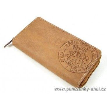 Peněženka kožená dámská ozdobená výrazným logem výrobce. Kvalitní zpracování odpovídající značce Always Wild