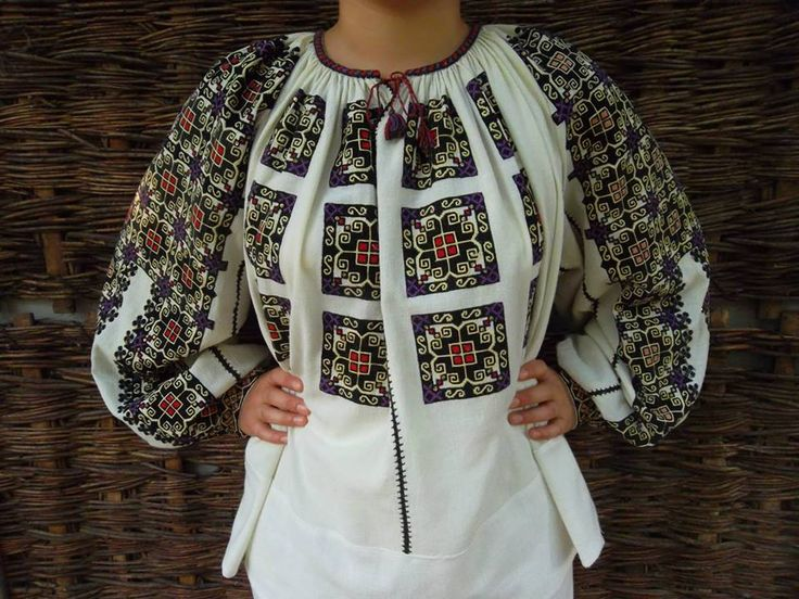 "Traditional Romanian blouse ""IE"" from Muscel area (vintage) found on FB page: Costume Populare Vechi"