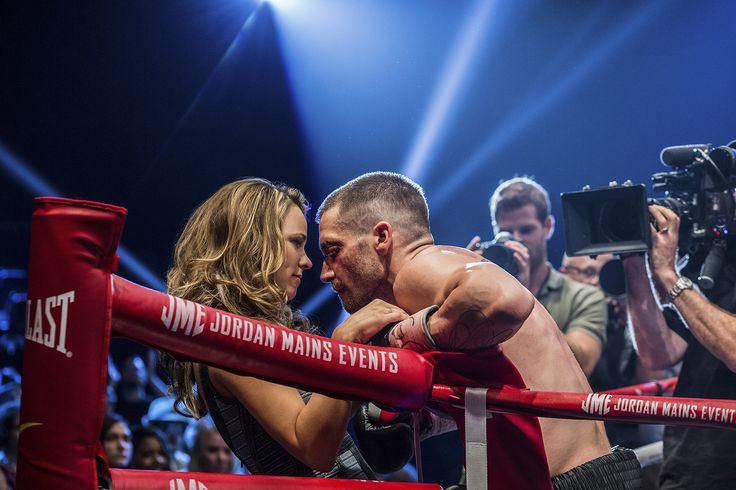 """Detroit ai giorni nostri. Billy """"The Great"""" Hope (Jake Gyllenhaal) è un campione di boxe. É un """"southpaw"""", un pugile mancino, dallo stile aggressivo e brutale. É all'apice della sua carriera, ha una moglie che adora, Maureen (Rachel McAdams), e una figlia piccola. L'incontro con il suo rivale Miguel """"Magic"""" Canto cambierà la sua vita per sempre.... #southpaw #cinema #film"""