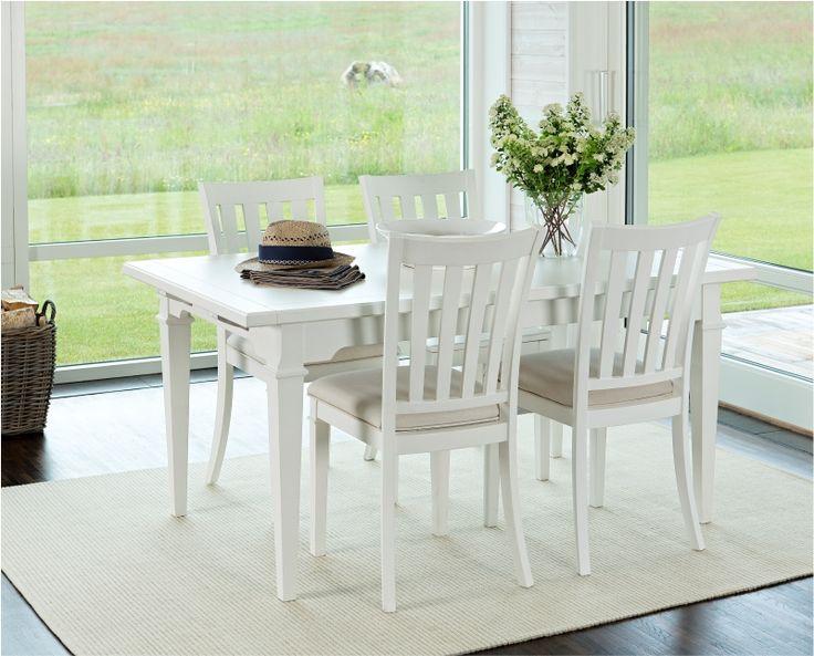 Bridgeport vitt matbord från Hans K. Ett modernt och stiligt rektangulärt matbord med lantlig-touch. Bordet finns i american brun eller penselmålad vit. #lantlig #lantliv #lantligtkök #köksbord #klassisk #matsal