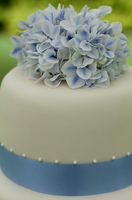 hydrangea top wedding cake web