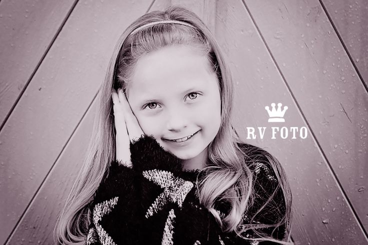 Photograph girl #photo #outside #black_and_white #photographing