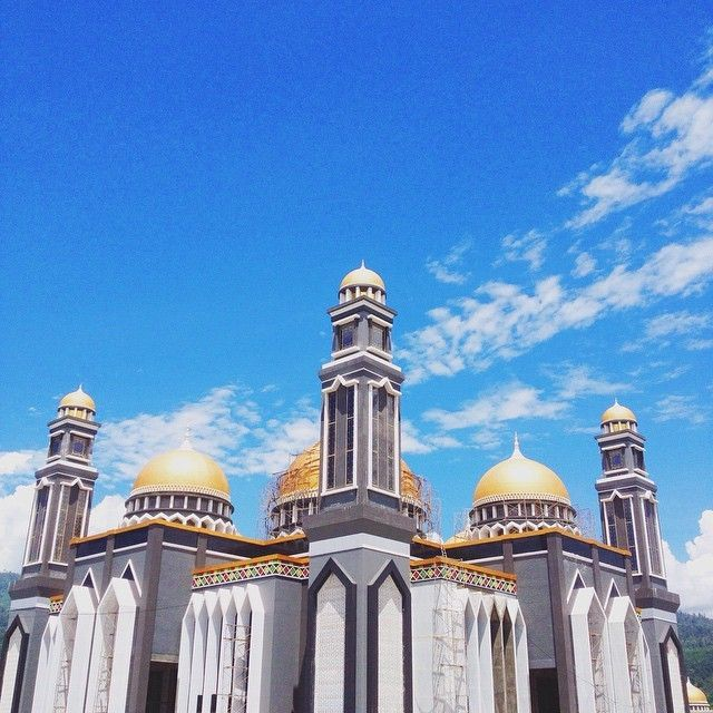 "Masjid Raya At Taqwa Kutacane  Alamat lengkap: Jl Cut Nyak Dhien  Kabupaten/Kota: Kutacane  Mesjid ini bisa menampung jemaah sebanyak 4000. #wisatareligi  regram @cutirda29 Mesjid Raya Kuta Cane ""At-Taqwa""- #moslem #islam #mosque"