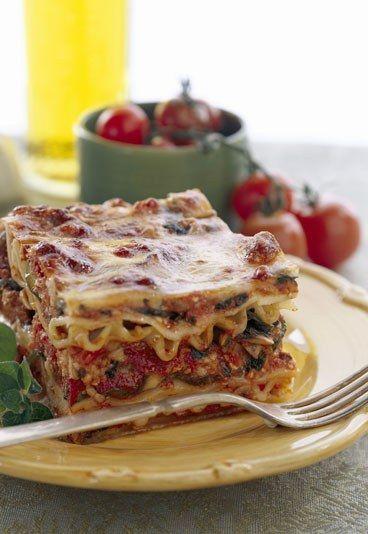Vegetarische Lasagne mit Soja - so lecker! Rezept auf http://www.gofeminin.de/kochen-backen/rezepte-zum-vorbereiten-d59107c660451.html