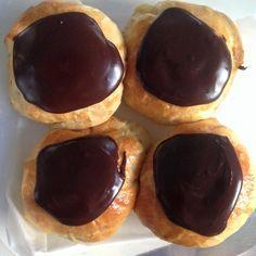 Fastelavnsboller med creme og kakaoglasur