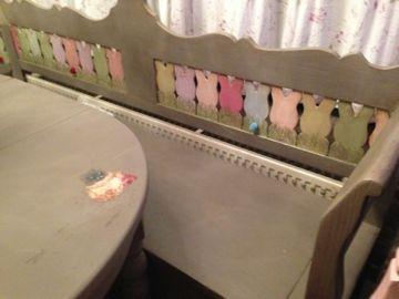 bank alsook de tafel in kleur truffle krijtverf painting the past konijntjes in pasteltinten pastel poetry