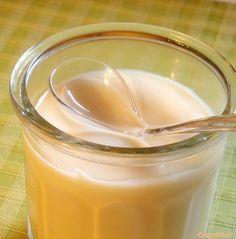 Beurre de pomme : 6 pommes à compote+ 6 cuillères à soupe de sucre (s'ajuste selon le degré de sucre dans les pommes) + 30 g de beurre Peler et évider les pommes Les couper grossièrement et les cuire à couvert avec le sucre et 2 cuillères à soupe d'eau. Lorsqu'elles sont bien défaites, les passer à la mixette avec le beurre jusqu'à consistance homogène. Laisser refroidir et réfrigérer. Le beurre de pomme doit avoir la texture d'une compote très crémeuse.