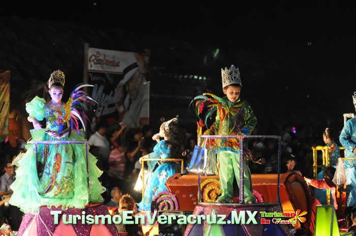 Música, ritmo y gran ambiente en el primer paseo del Carnaval de Veracruz 2013
