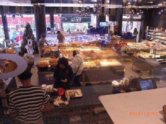 paris baguette singapore | パリバゲット内部 カフェ ...