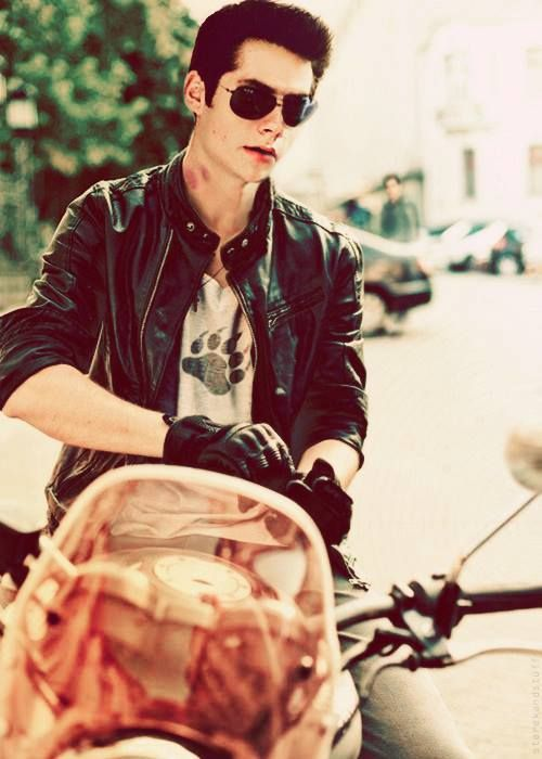 Dylan O'Brien [Stiles from Teen Wolf] LOOOLLLLLL is this real? The hickey and the motorcycle jacket... DOnE