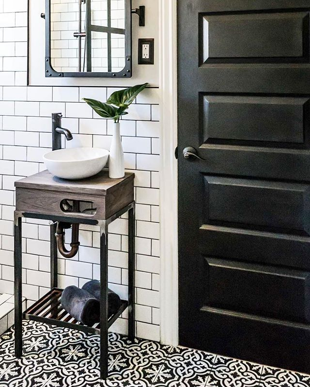We're not even slightly surprised that this bathroom is one of our most popular posts. It's stunning! See more on ruemag.com now.