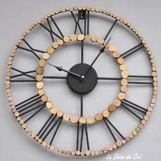 Horloge en fer noir et rondelles de bois