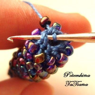 Photo №10. Continues to spiral row by row. In this photo have more beads , in order to see better . Beads are added by provyazyvaniya two columns sc with two beads of one loop of the previous row . That the expansion was gradual , you can , for example, every 3 cm length plait to add one bead
