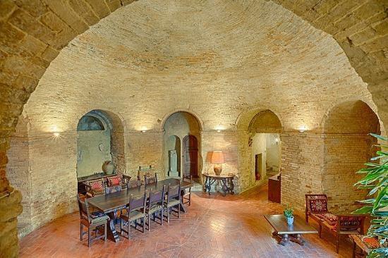 Купить квартиру в Марке, Италия - цена 62 509 496 рублей, 0.02 м2, 15 комнат — Prian.ru