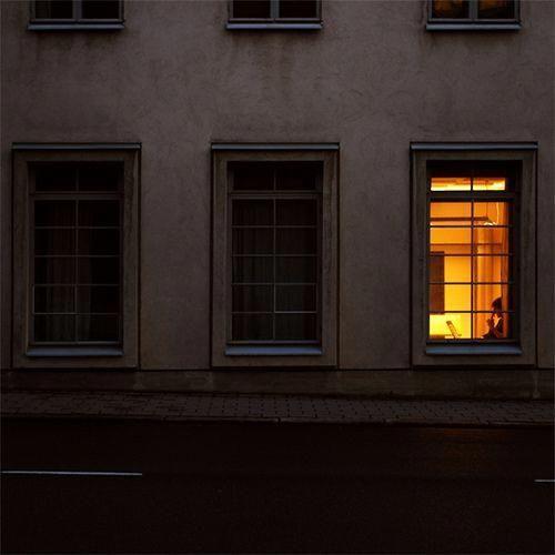 картинка свет в одном окне них