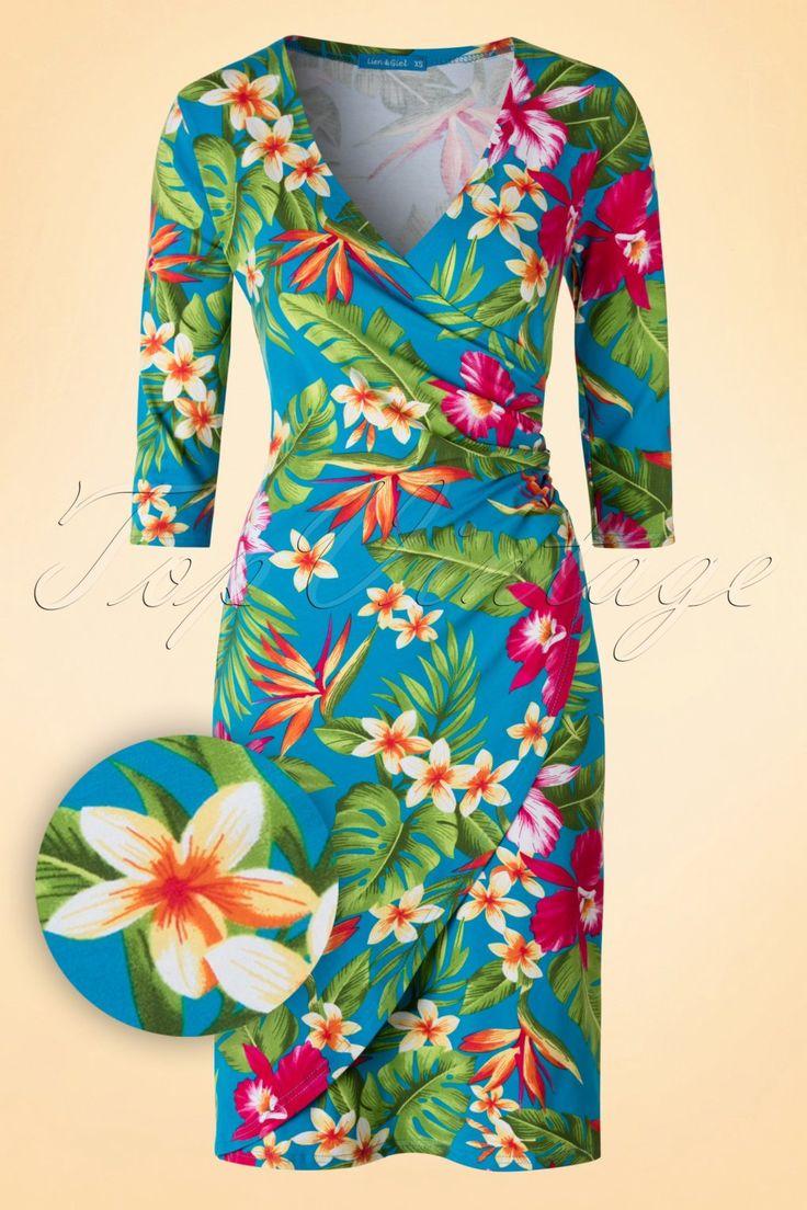 In diesem 60s Buenos Aires Hawaii Ocean Dress wirst du nicht unbeobachtet bleiben!Prachtvolles Kleid, sowohl das Top als der Rock sind in Wickeloptik ausgeführt, wobei das Rockteil rund geschnitten ist ;-) Mit einer tief ausgeschnittenen V-Halslinie für ein sexy Dekolleté und Raffungen an der Taille die eventuelle Pölsterchen geschickt verhüllen. Hergestellt aus einem blauen Baumwolle-Mix der deine Kurven perfekt umrahmen wird. Wir sind der Meinung dass dieses...