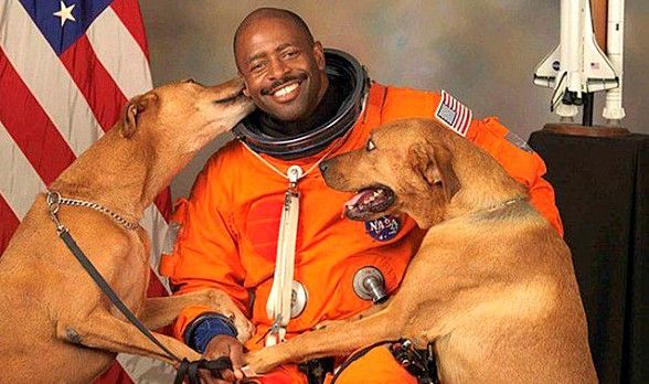 Astronaut Leland Melvin snuck his rescue dogs into his official NASA photoshoot. Read more