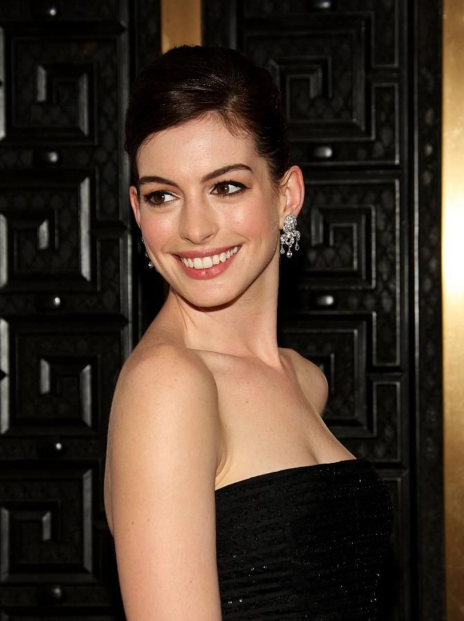Anne Hathaway Biography, Net Worth, Weight, Height, Facts ...
