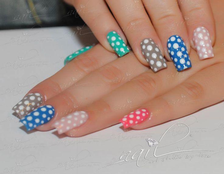 nails dots pastels colors
