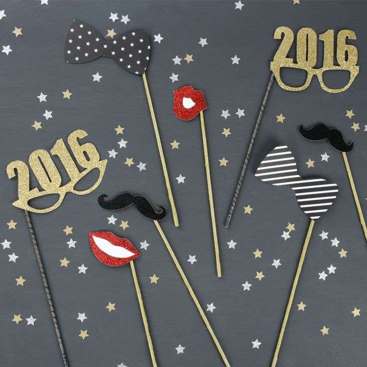 Cute new year's eve decoration ideas - NYE party ideas - how to make photo booth props -