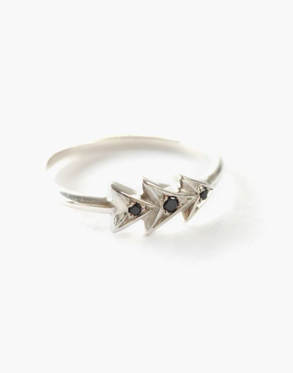 Bague Chevron en argent Atelier L.A.F 190.00 $   Cette bague chevron en argent sterling et diamants noirs habillera votre doigt avec tendance.  Les bijoux sont conçus et créés à Montréal, Canada.