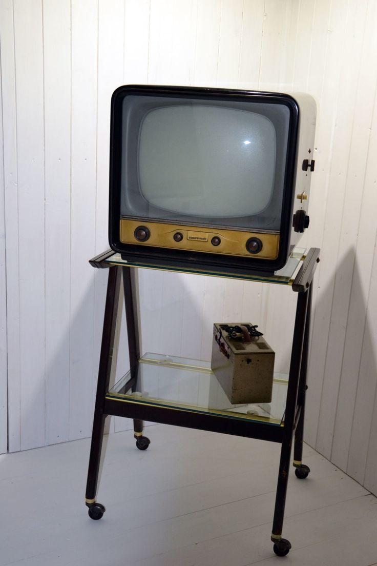 televisore Telefunken Anni 50 corredato di carrello e completo di stabilizzatore di tensione