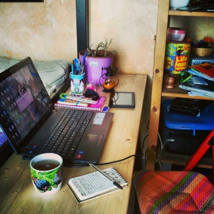 My desk. / La mia scrivania (con pianta morta compresa)dove scrivo sempre!