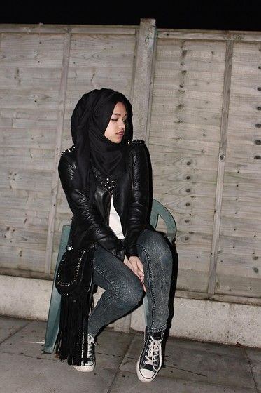 Simply Hijabs Black Hijab, Asos Spiked Leather Jacket, Forever 21 Acid Washed Skinny Jeans, Primark White T Shirt, Primark Fringe Bag, Converses