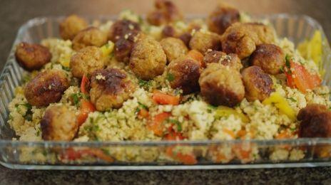 Dagelijkse kost - couscous met geroosterde paprika en kruidige gehaktballetjes