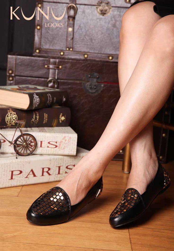 Gold Black flat shoes