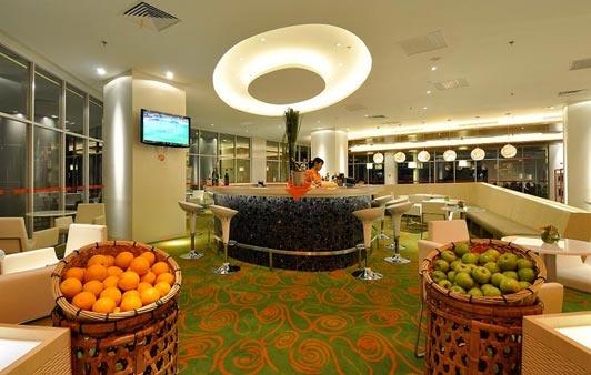 HARRIS Lounge & Juice Bar at HARRIS Hotel & Conventions Kelapa Gading - Jakarta http://www.nusatrip.com/id/lokasi/asia/indonesia/jakarta/utara #nusatrip #hotel #jakarta #indonesia #travel #travelingideas #holiday #onlinetravelagency
