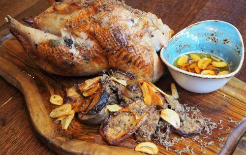 Kerst recept: Fazant uit de oven met oesterzwam, knoflook en truffelboter  |  Foodness