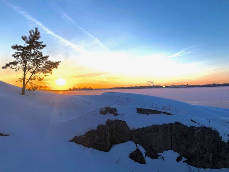 Sun sets in Helsinki! How beautiful it can be, when the sea is frozen. This picture is taken from Saunasaari (=sauna island), where you get even by foot this winter. What a great idea to book a smoke sauna and a lunch there and take a hovercraft back.