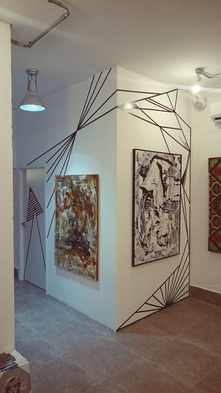 Tape ART - Renove as Paredes sem Gastar - Tape Art - Decoração com Fita Isolante - Decoração com Fita Adesiva - Adesivo de Parede - Decoração Geométrica - Almofadas Coloridas - Decoração de Hall - Halls Decorados - Como Decorar sem Gastar - #BlogDecostore