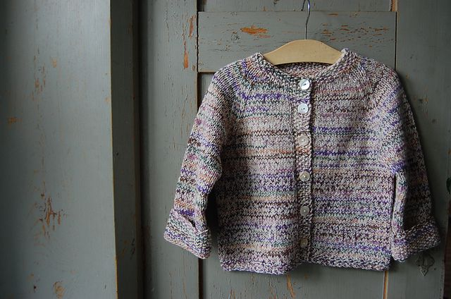 This little raglan cardigan is knitted on a circular needle in rows (body) and rounds (sleeves), bottom-up, and with a minimum of sewing. The neck is shaped softly in short rows and requires no additional edging. The samples shown are made out of sock yarn, because this yarn doesn't itch, and looks good even after several turns in the washing machine. The mélange mix is perfect for those annoying stains kids tend to get all the time… They simply won't show!