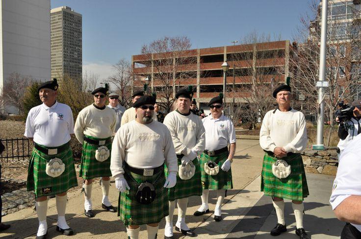 Descendentes se vestem com roupas típicas irlandesas no Memorial Irlandês na Filadélfia, estado da Pensilvânia, USA.  Fotografia: Tom Keenan.