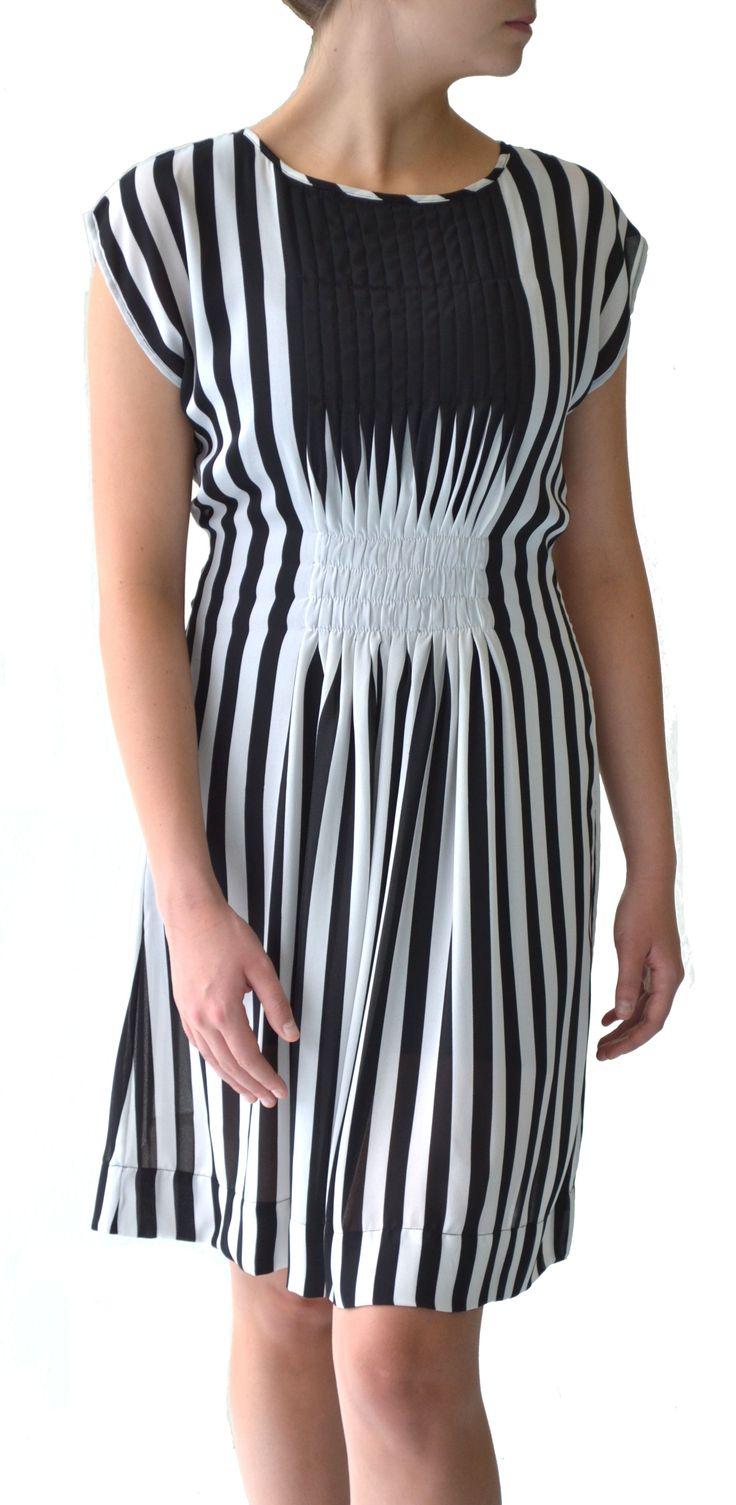 Black & white stripe chiffon pleat dress #Marden #pleat #dress #fashion #stripe