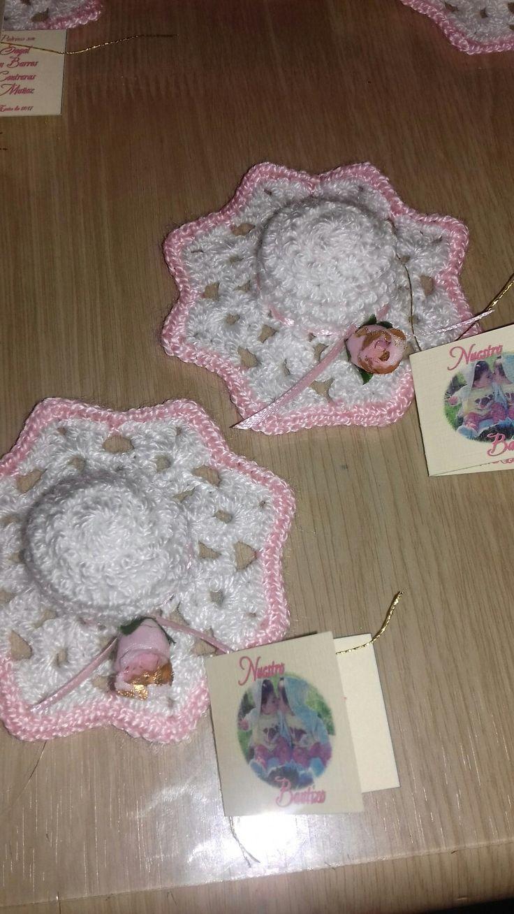 sombreritos a crochet para bautizo