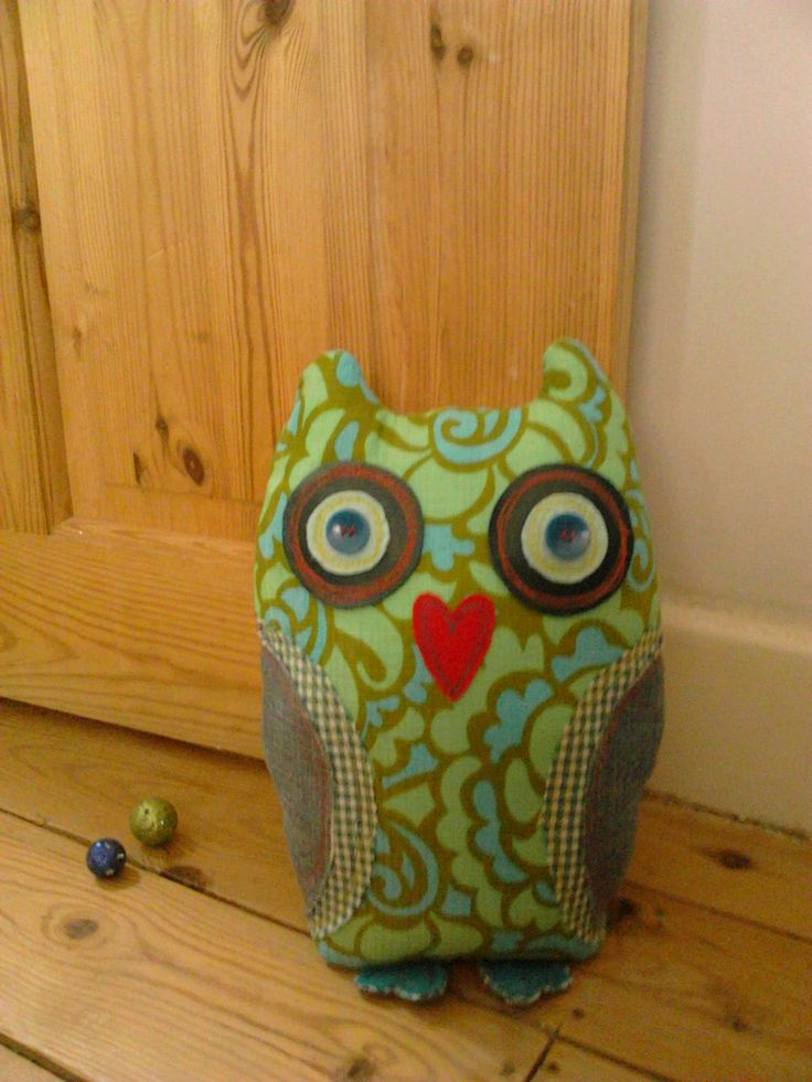 Betty & Mabel Owl for sale! made from 70's fabric - in need of a nice door to lean against!
