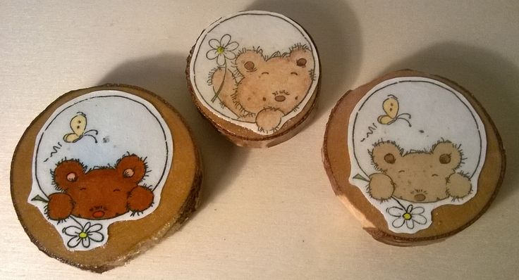 Wooden magnets. Pictures are Lily of the Valley stamps. / Puiset magneetit.
