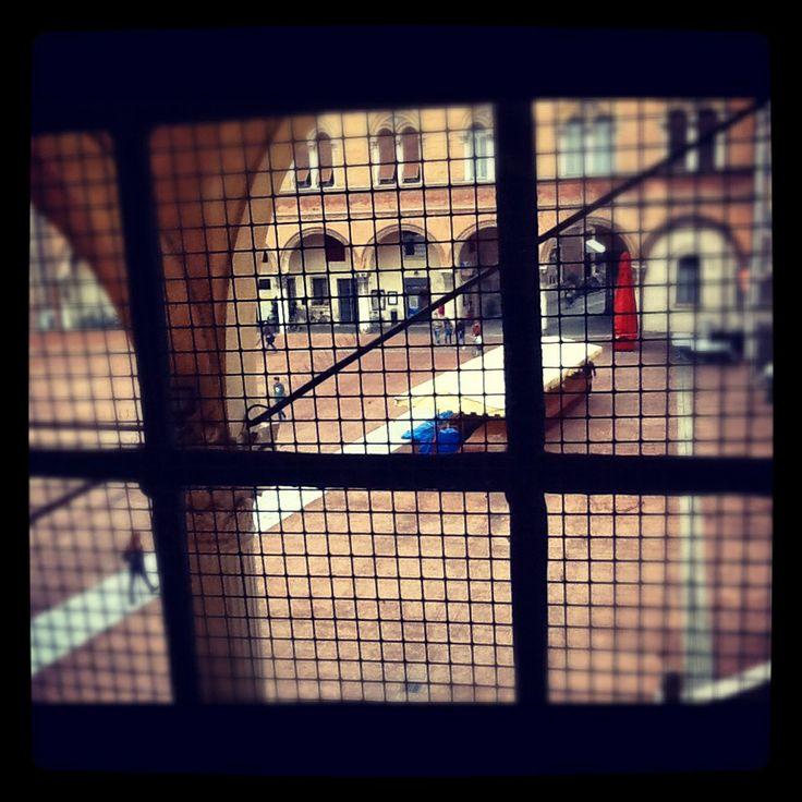 Piazza del Municipio vista dall'interno di Palazzo Municipale - #Ferrara, Italy