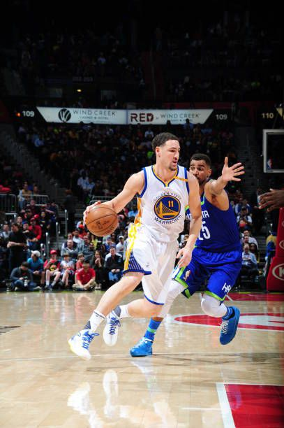 Klay Thompson of the Golden State Warriors drives to the basket against the Atlanta Hawks on March 6 2017 at Philips Arena in Atlanta Georgia NOTE TO...